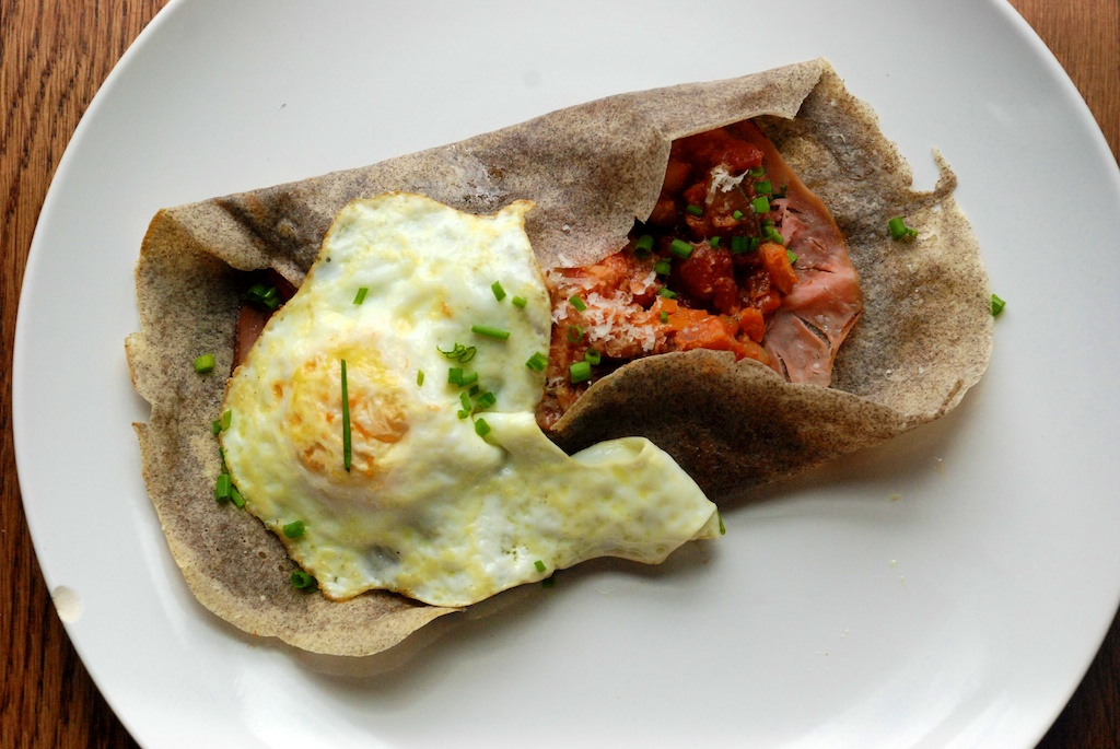 Crêpe with ham, egg and ratatouille