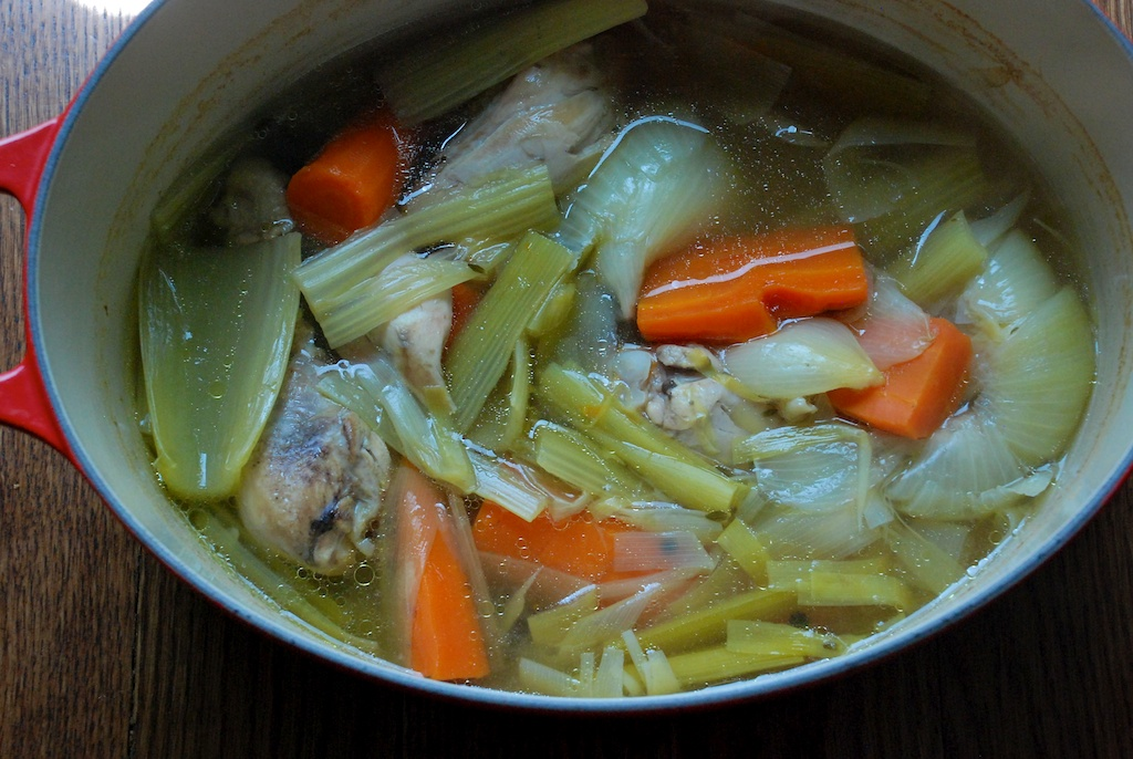 Cooked drumsticks and vegetables