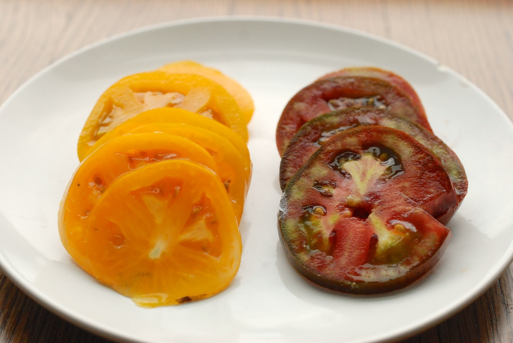 heirloom tomato slices