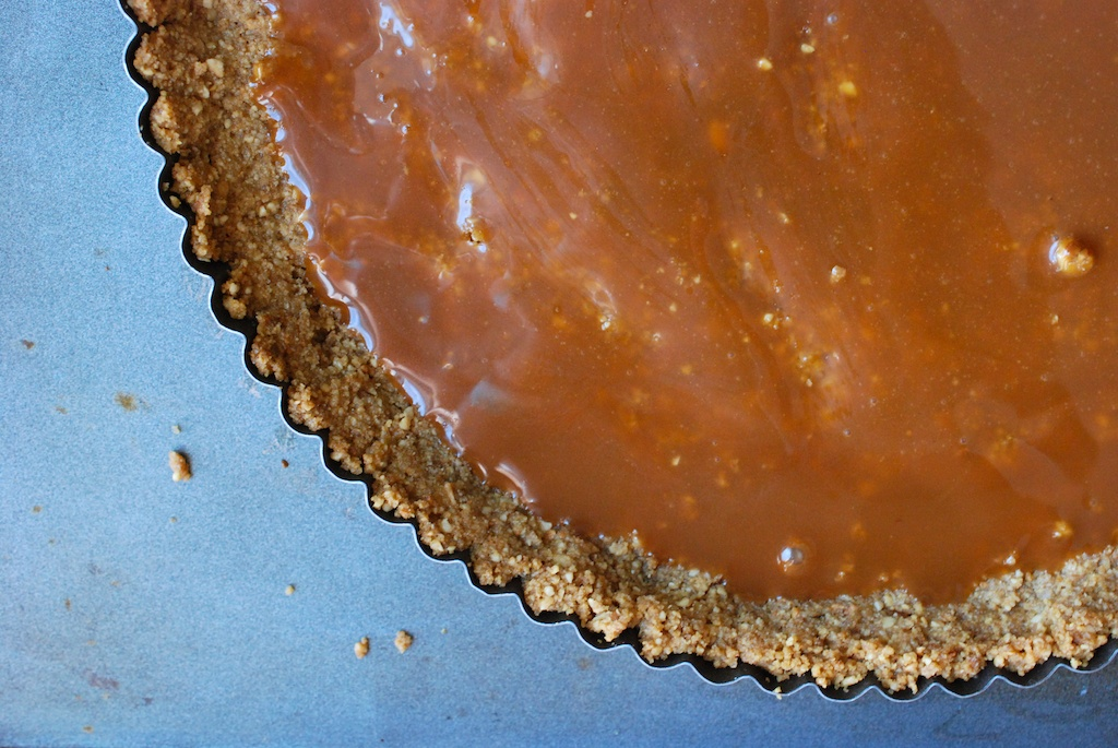 caramel in tart, full