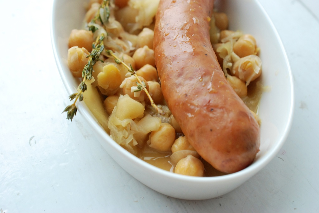 sausage with apples and garbanzos header