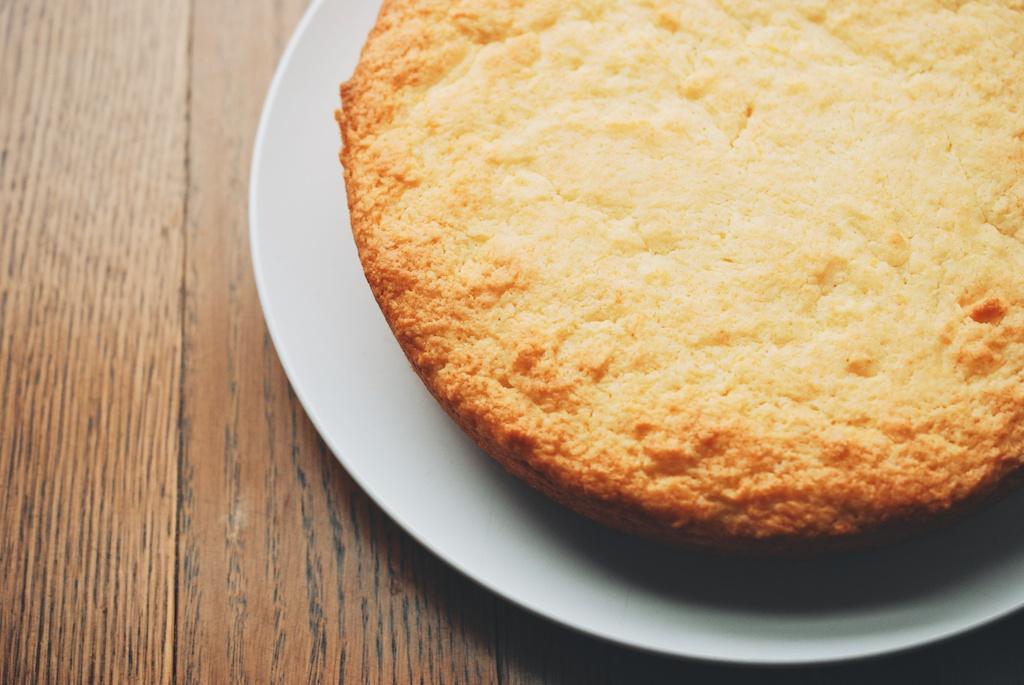 baked cornmeal cake