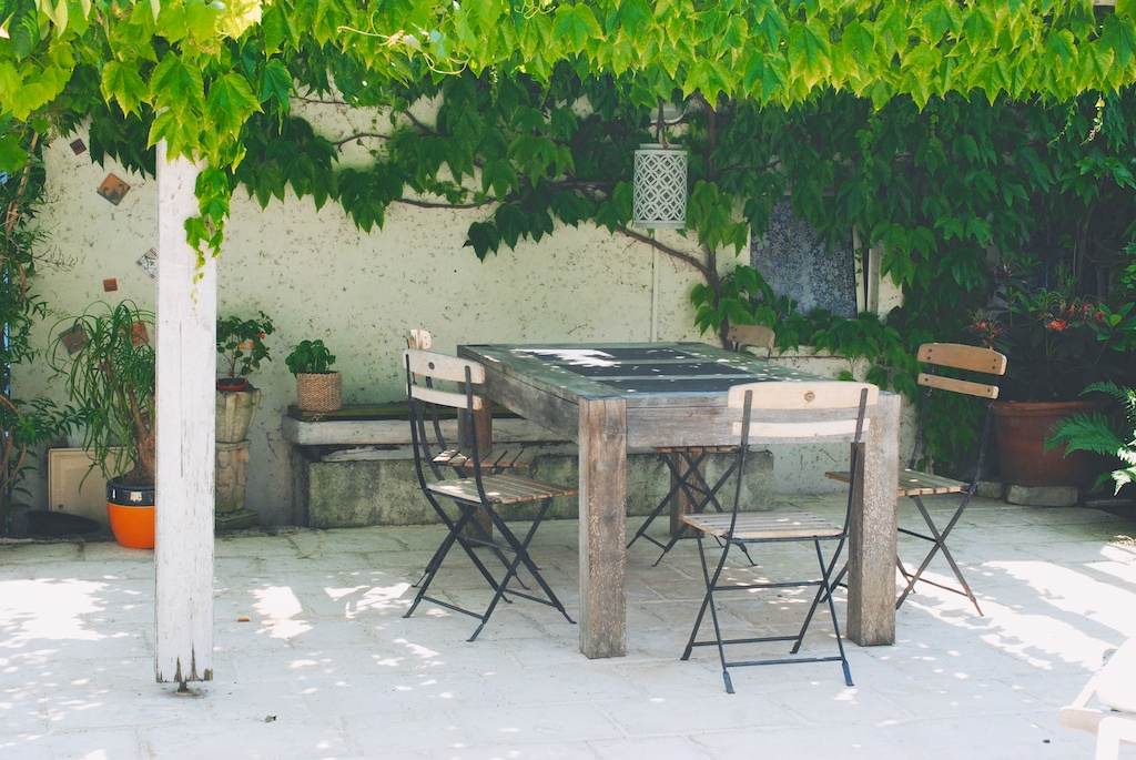 table under the arbor in Angoulins