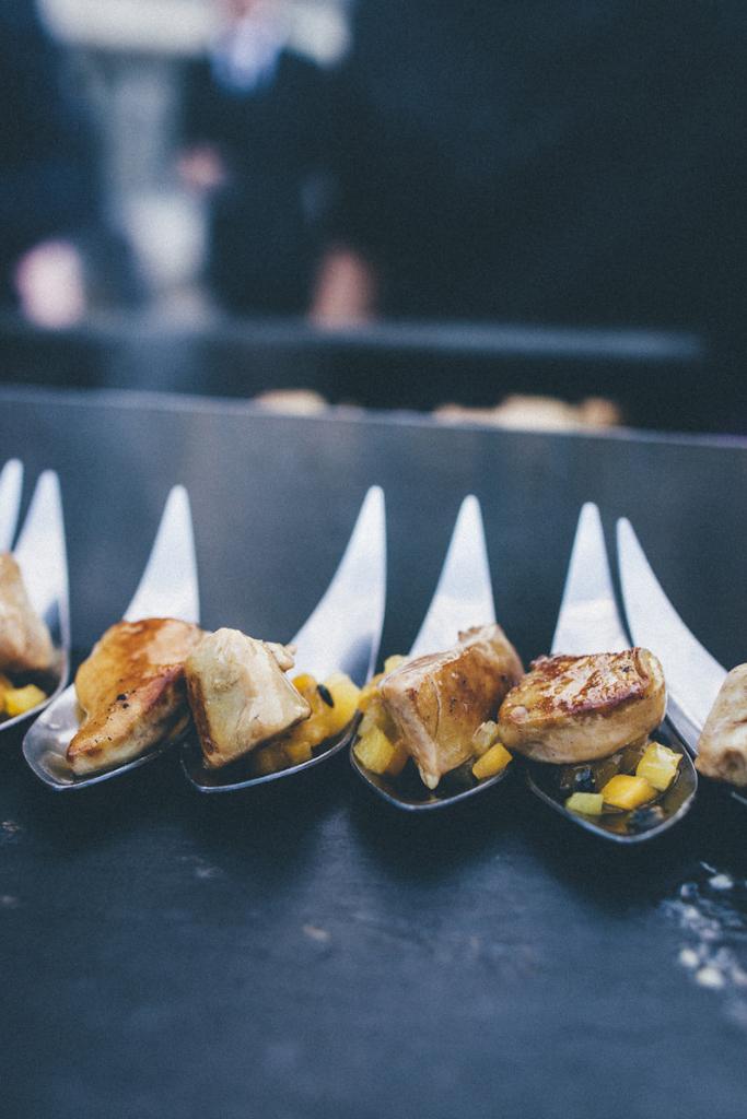 seared foie gras with mango