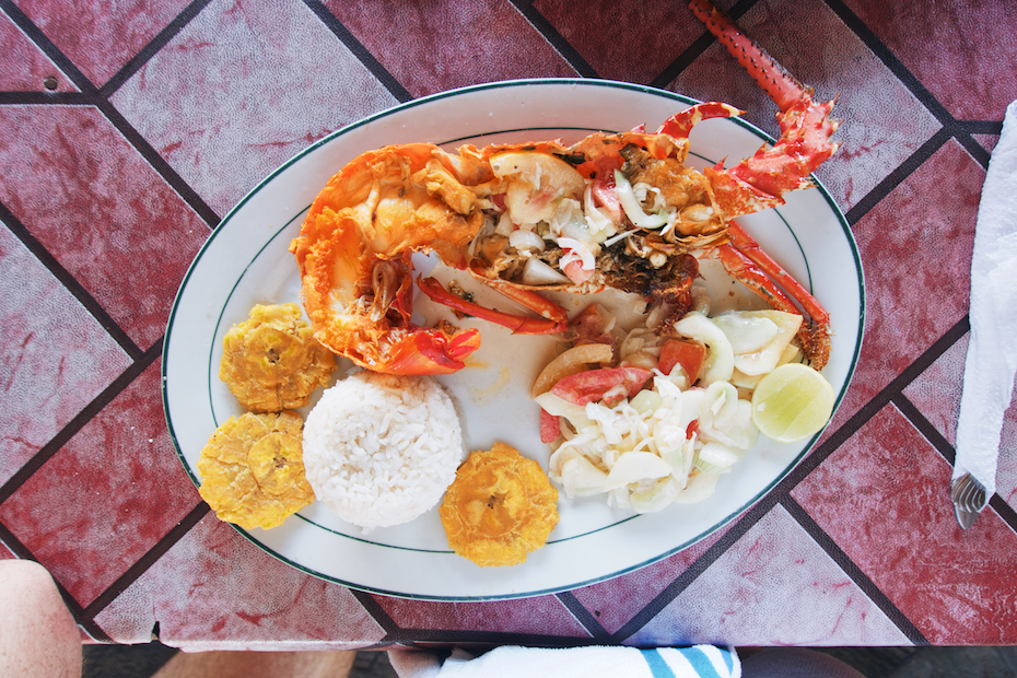 San Blas lunch: lobster, salad, arroz con coco, tostones